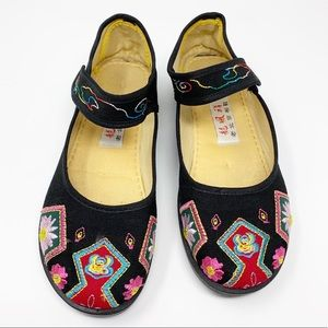 Asian inspired black cloth flats